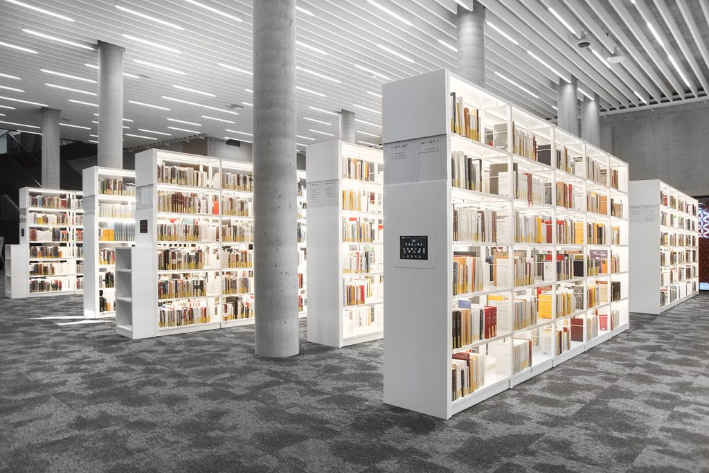 Bci bci s uniflex library shelving system with integrated led